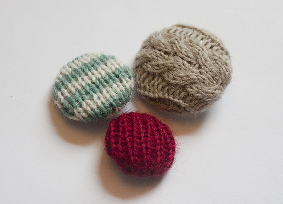 Knitted Covered Button Tutorial - Knit Darling